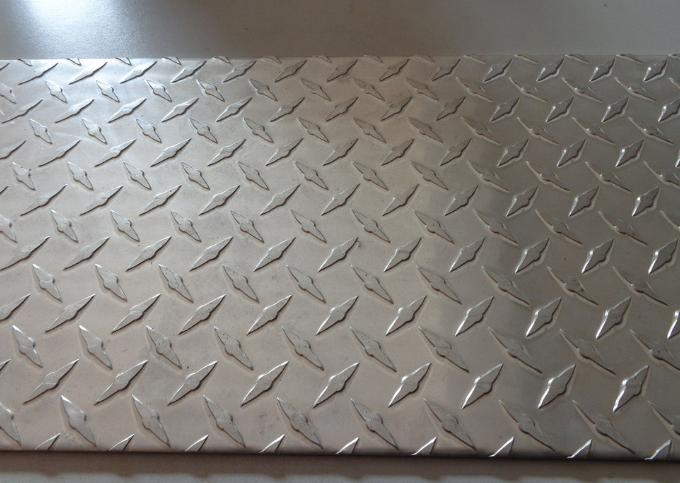 新余花纹铝板